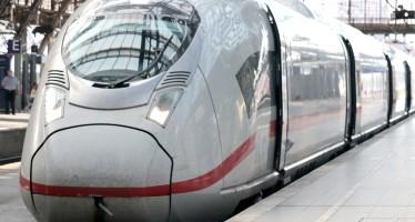 train-4256985_1280