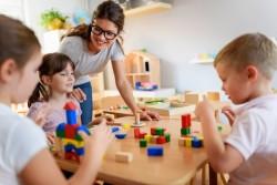 """L'accueil des enfants de soignants et des professionnels """"prioritaires"""" dans les crèches est désormais """"gratuit"""""""